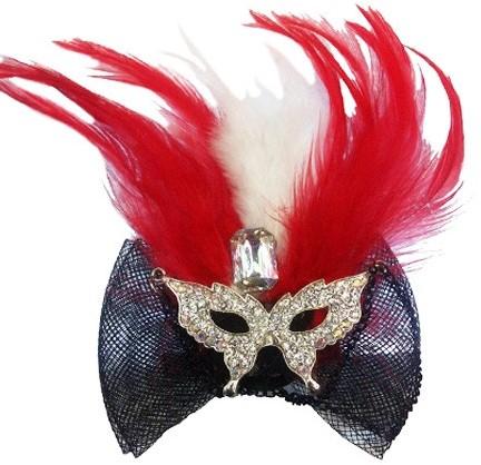 Rode Haarclip met Oogmasker en veren